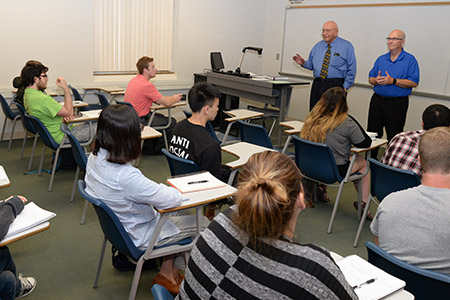 Lahners welcomed former Lincoln Chief of Police Tom Casady to speak at a summer class.