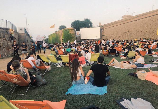 "Crowds gather at Gala Monjuïc before the ""Into the Wild"" movie begins."