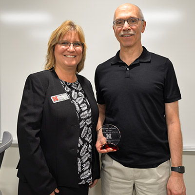 Chris Timm presents Richard DeFusco with the 2018 Sue Vagts Faculty/Staff Partner of the Year Award.