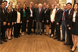 Alumnus Warren Buffett Dines with Finance Students